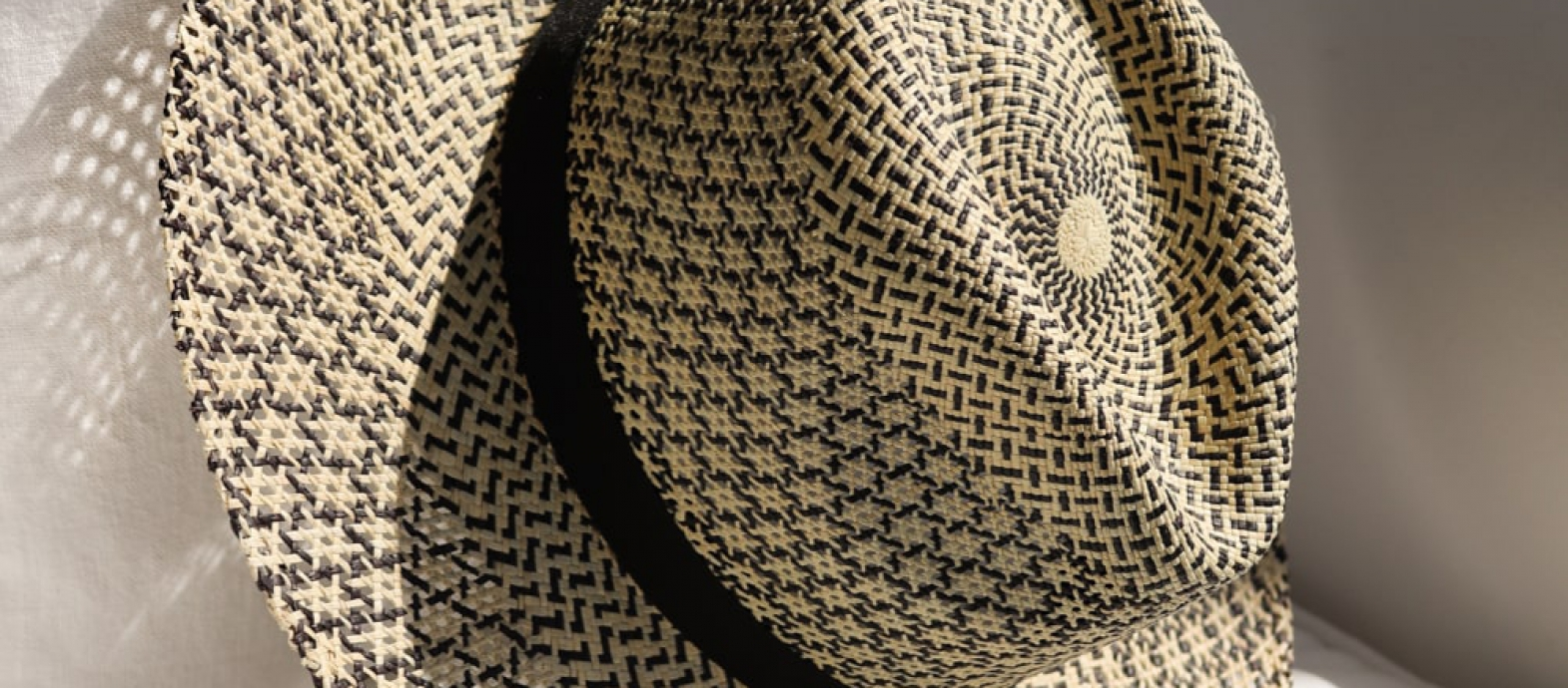 Guilia - handwoven Panama hat in a two-tone pattern