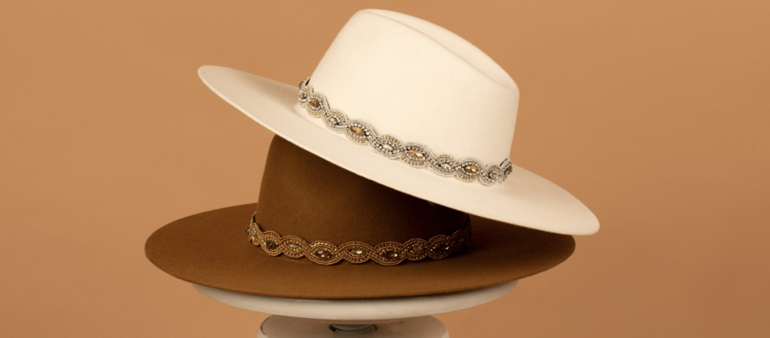 Bronté Amina vilt fedora hoed met keuze uit strass decoratie of suède riempje of puur