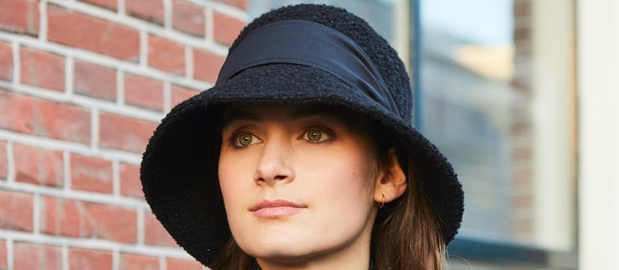 Bronté rain hats